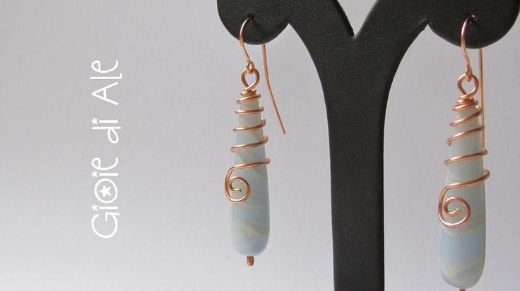 Orecchini in rame con gocce in vetro #gioiediale #lemaddine #lemaddinecreano #bijouxhandmade #handmadejewelry #bijoux #gioie_di_ale #orecchini #jewels #wire #vetro #earings