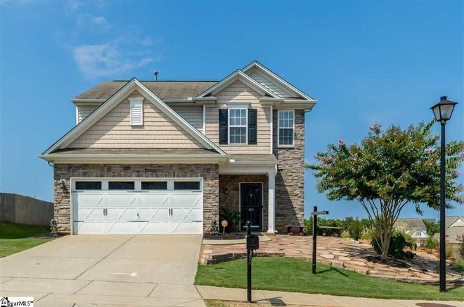 200 Odie Dr Simpsonville Sc 29681 Mls 1384035 Redfin Home Family House Styles Home