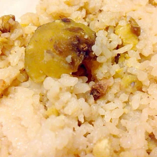 必死にむいて炊き上げたけど、結局食べるの私だけ…(T_T) - 4件のもぐもぐ - 栗ご飯 by izumihosoi7TP