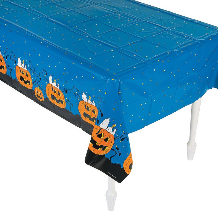Give the Great Pumpkin a warm welcome with his very own party themed tablecloth. He will be sure to shower treats your way.