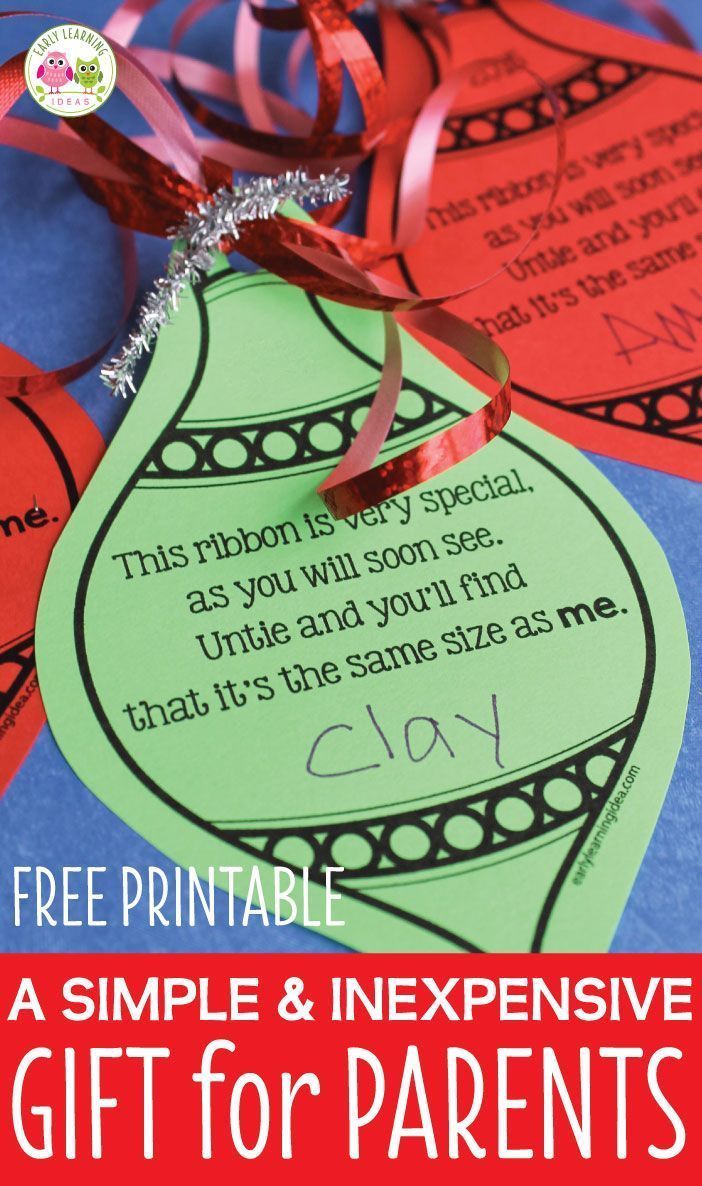 Make a simple parent gift with you classroom. Use this free printable Christmas ornament to make a meaningful Christmas gift for kids to give to parents. Easy, cheap, and inexpensive. Kids can give to parents, grandparents, aunts and uncles. This is a simple keepsake ornament that they will love. Easy to make with your class at a Christmas party or in a center. Perfect for preschool, pre-k, kindergarten, first grade, 1st grade, tot school. A great classroom Christmas ornament craft.