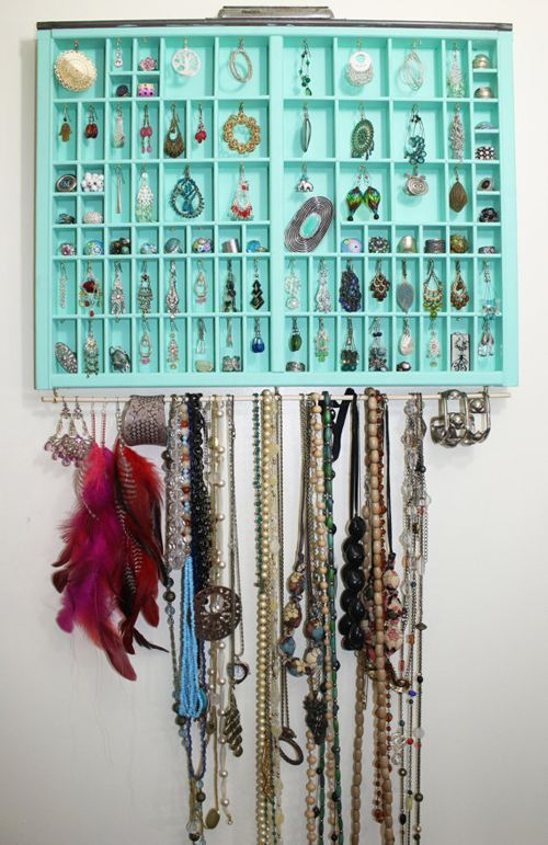 jewelry storage...i've got two of these trays that i use to store knick-knacks in when i was a tween...perhaps i need to repurpose...
