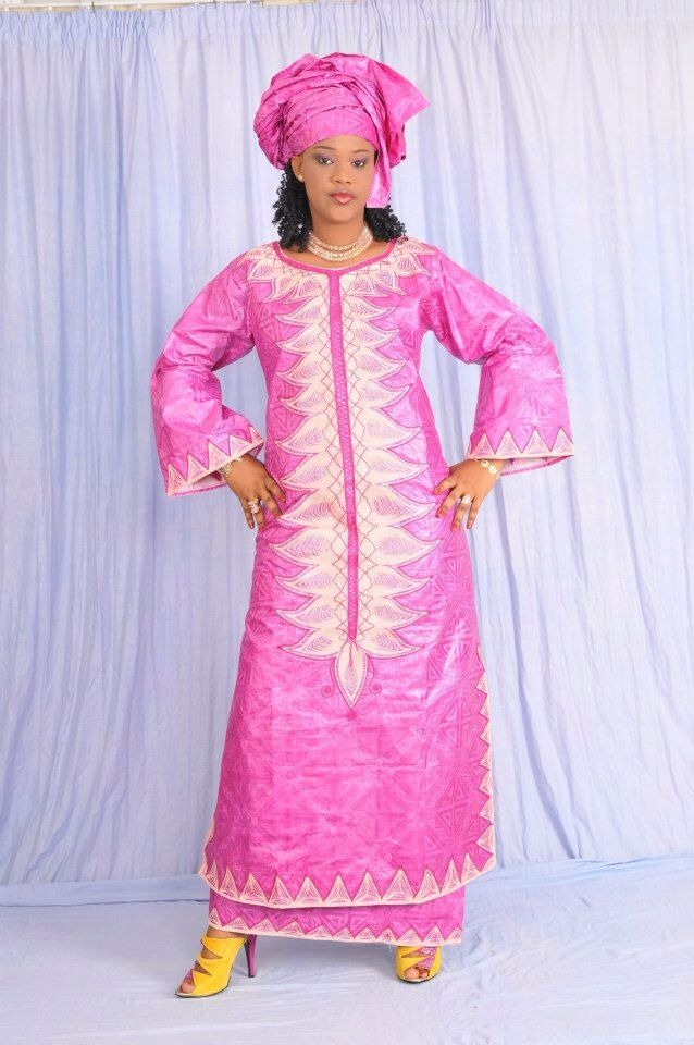 Brocart rose vêtements femmes africaines avec broderie par NewAfricanDesigns sur Etsy https://www.etsy.com/fr/listing/200030909/brocart-rose-vetements-femmes-africaines