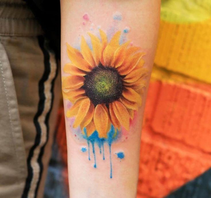 Tatuagem aquarela: fotos e onde fazer   Tatuagens aquarela, Tatuagens de girassol, Tatuagem sem contorno