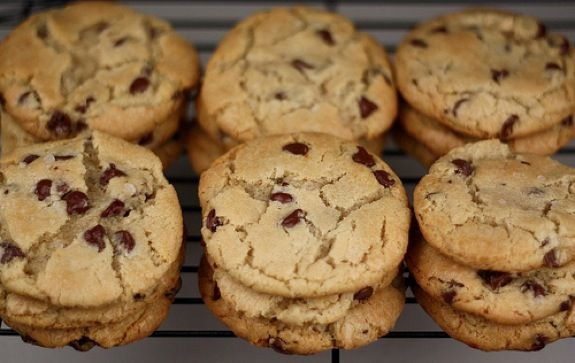 The BEST Chocolate Chip Cookie Recipe on twopeasandtheirpod.com You will LOVE these cookies!