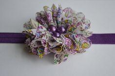Las muchachas del bebé púrpura flor diadema por Moonpennieskids