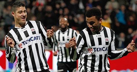 Everton en Armenteros vieren een doelpunt van Heracles Almelo. In een wedstrijd met veel kansen verloor Heracles uiteindelijk van sc Heerenveen. De bezoekers toonden zich effectiever in de afronding: 2-4. 28-04-2012