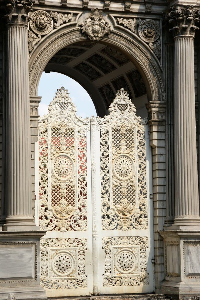 Istanbul-Constantinoupolis, Dolma Bahce - the entrance
