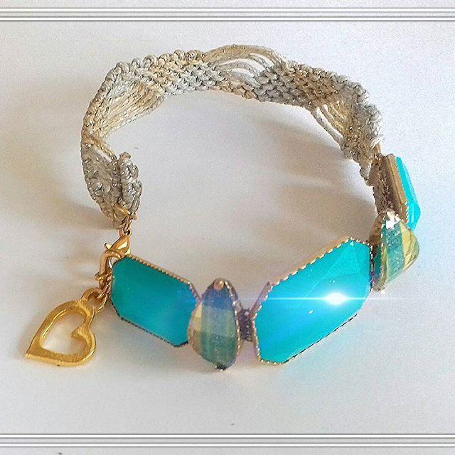 Bracelet 28€. Βραχιόλι με τεχνική μακραμε, επιχρυσωμένο και επιασημενιο νήμα ατσαλιού. Τώρα με την αγορά 100€ και άνω, ΔΩΡΕΆΝ αποστολή 🆓. #bracelet #braceletmacrame #macrame #handmade #handmadejewelry #jewelry #jewelryforsale #fashion #jewellerydesign #accessories