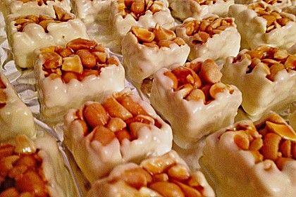 Kleine Nussecken mit weißer Schokolade