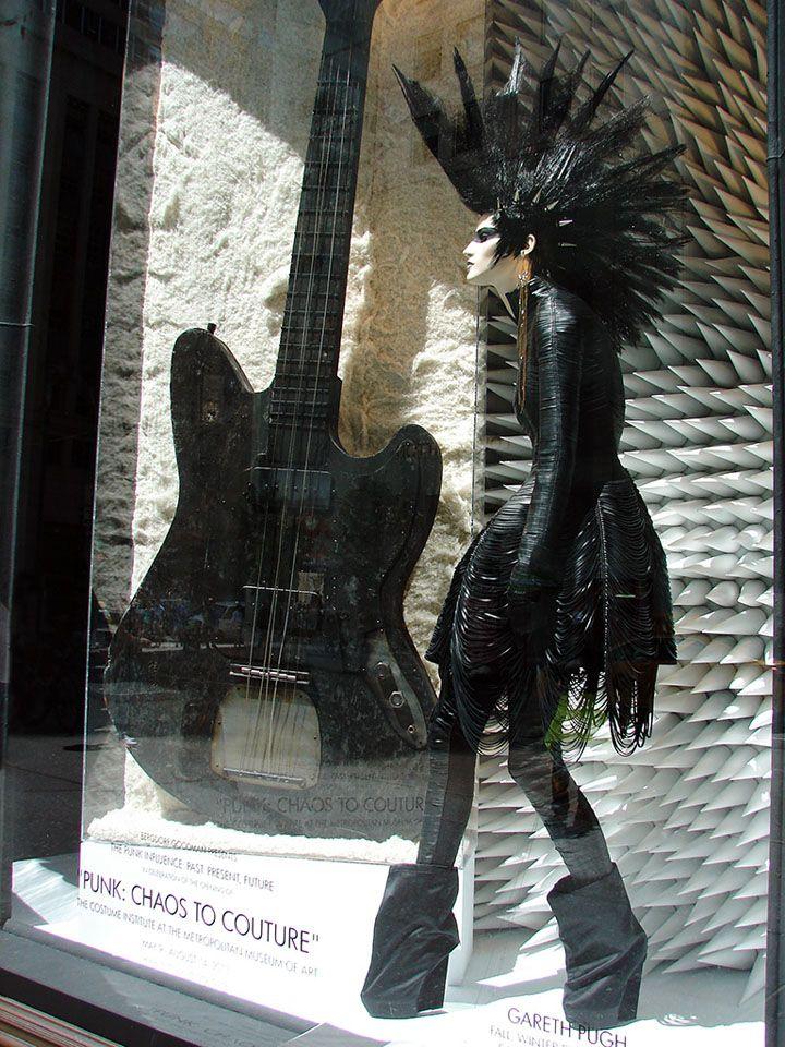 Bergdorf Goodman – Punk: Chaos to Couture windows, New York  Vía: http://retaildesignblog.net/2013/09/13/bergdorf-goodman-punk-chaos-to-couture-windows-new-york/