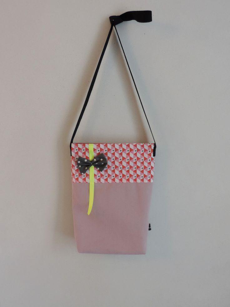 Sac bandoulière pour enfant. Couleurs pastel et ruban fluo. A retrouver sur: http://www.alittlemarket.com/boutique/les_p_tites_cueillettes-1197539.html