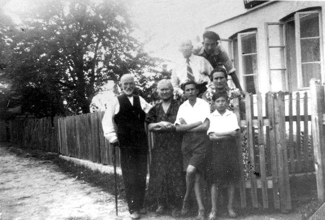 Koziny, Poland, 1937, the Tzimberknipf family - a Jewish family destroyed by the holocaust.