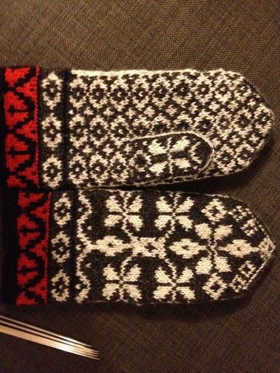 """""""Vante från Skåne"""" Swedish knitted mittens"""