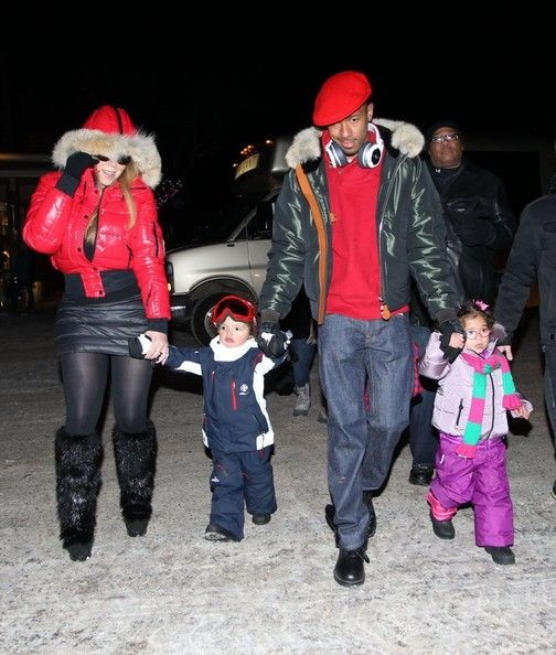 Mariah Carey Photos - Mariah Carey takes a walk through Aspen, Colorado, with her husband Nick Cannon and their twin children, Moroccan and Monroe on December 23, 2013. - Mariah Carey and Family Step Out in Aspen
