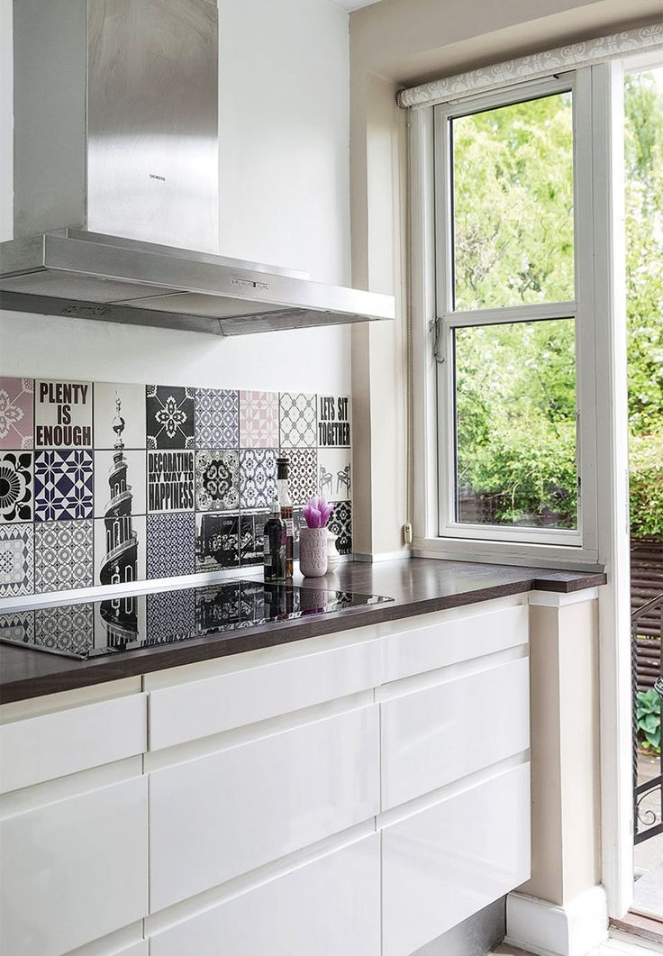 Specialmade tiles from Arttiles with motives and colours in the feminine theme. Perfekt for personalising the kitchen.