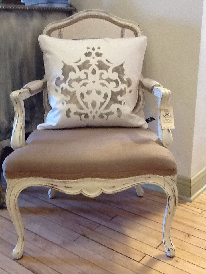 Annie Sloan Chalk Paint# stenciled pillows#Coco & French linen#