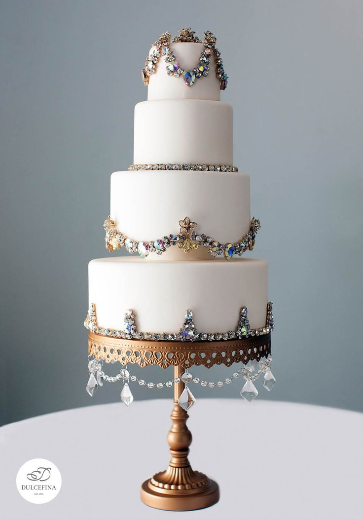 jeweled wedding cake stands top 25 best chandelier cake stand ideas on 16595