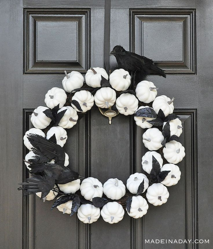 Striking white pumpkin fall wreath that can easily change to Halloween decor. Show-stopping White Pumpkin Wreath with Sorry Out of Candy Sign. Dollar Tree Halloween, Dollar Tree Fall, Dollar Tree Crafts, Halloween Signs, Halloween Crafts, Halloween Decorations, Halloween Wreaths, Halloween 2018, Halloween Ideas
