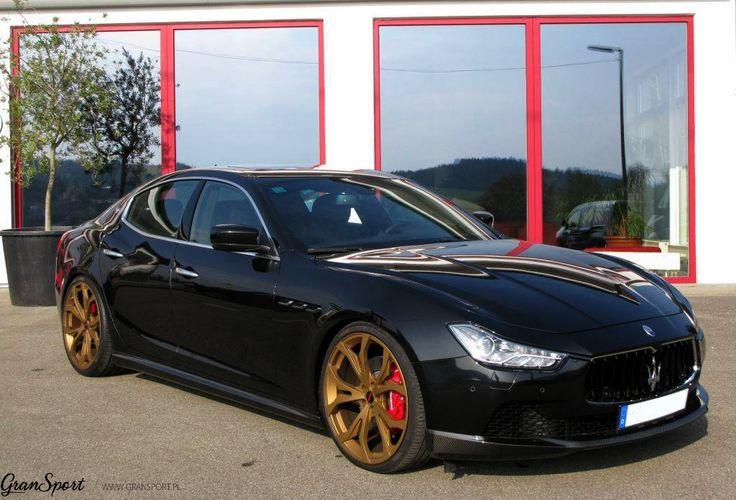 Czarny lakier plus złote felgi?   Jeśli połączyć to w odpowiednim stylu, prezentuje się niezwykle dobrze! Świetnym przykładem jest Maserati Ghibli z pakietem stylistycznym oraz felgami Novitec Tridente.   Podoba Wam się? Czy może wolicie połączenie niebieskiego lakieru z czarnymi felgami wprost z naszej realizacji?:  http://gransport.pl/blog/realizacja-maserati-ghibli-q4-novitec-tridente/  Oficjalny Dealer NOVITEC GROUP GranSport - Luxury Tuning & Concierge http://gransport.pl/index.php/novi