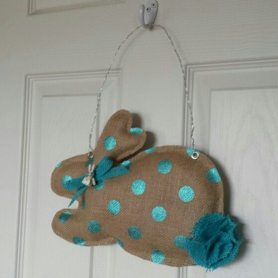 Easter burlap bunny door hanger. Don't know how to do it, but want to learn!