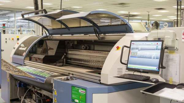 Epson ha comprato un'azienda italiana per stampare sui tessuti http://www.sapereweb.it/epson-ha-comprato-unazienda-italiana-per-stampare-sui-tessuti/        Foto: Monna Lisa, la stampante dell'azienda Fratelli Robustelli Secondo le previsioni di WTiN Intelligence, il mercato mondiale della stampa digitale su tessuto crescerà del 25% all'anno. Per questo, Epson ha accolto un nuovo membro nella sua grande famiglia: si tratta dell'azienda Frat...