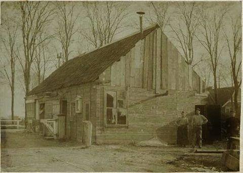 Houten woning Oude Pekela. Foto uit 1901.