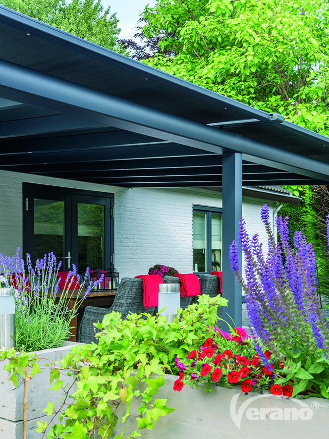 De Ledro #terrasoverkapping past goed bij een #landelijke #stijl.