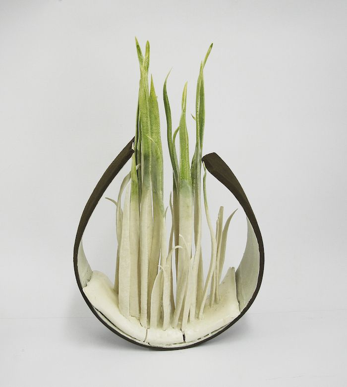 Alberto Bustos Creates Delicate Grass Sculptures Made of Ceramic | iGNANT.de