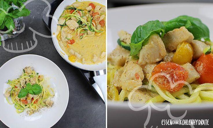 Low Carb Rezept für eine leckere Parmesan Hähnchen-Zoodle-Pfanne. Wenig Kohlenhydrate und einfach zum Nachkochen. Super für Diät/zum Abnehmen.