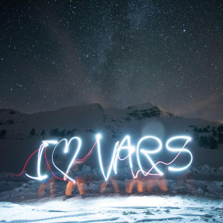 Moins de deux semaines avant l'ouverture... Il est temps de déclarer sa flamme ! :-) Une belle nuit étoilée... :-) #Vars #VarsFob #MyHautesAlpes #TourismePACA #Mountains