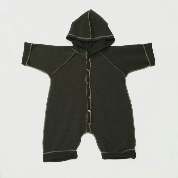 Charoal grey baby outfit made by @unlabelledstyle from scraps. Super soft and warm.