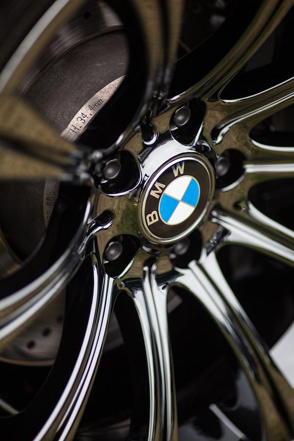 BMW Logo - Badge - Emblem on M5 Black Chrome Wheels