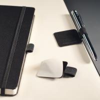Pen Loop sørger for at din pen altid følges med din notesbog. Passer til Leuchtturm1917 notesbøger og de fleste andre!