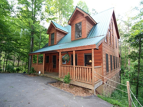 The Looney Bin - 2 Bedroom, 2 Bathroom Cabin Rental in Pigeon Forge, Tennessee. #travel #cabin #tennessee