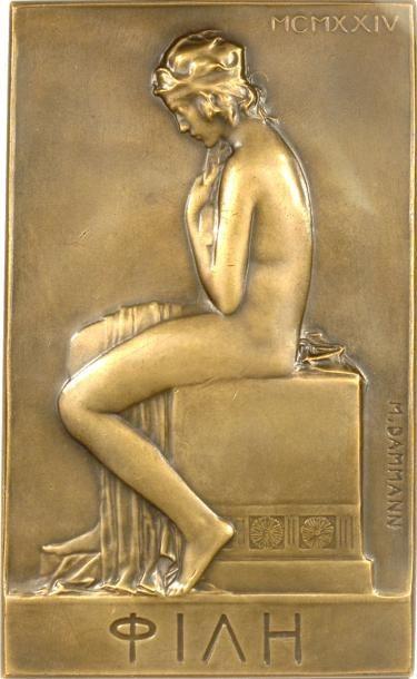 FRENCH MEDALS Dammann (P.-M.) : l'Amie ou jeune femme à la toilette, 1924 Paris A/MCMXXIV Jeune femme nue tenant un drap, les cheveux liés par un ruban, assise sur un autel orné de fleurs de lotus ; signature… - Delorme & Collin du Bocage - 23/04/2013