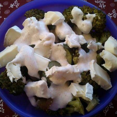 Zöld saláta brokkolival, cukkinivel és camembert sajttal Recept képpel -   Mindmegette.hu - Receptek