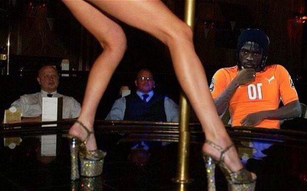 Gervinho ogląda striptiz pięknej kobiety • Zabawne memy w piłce nożnej • Gervinho wybrał się do klubu ze striptizem • Wejdź i zobacz >>