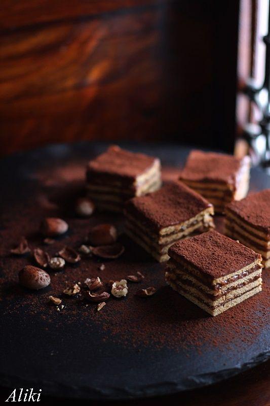Μυρωδιές και νοστιμιές: Υπέροχο γλυκό με μπισκότα και νουτελα (Nutella)