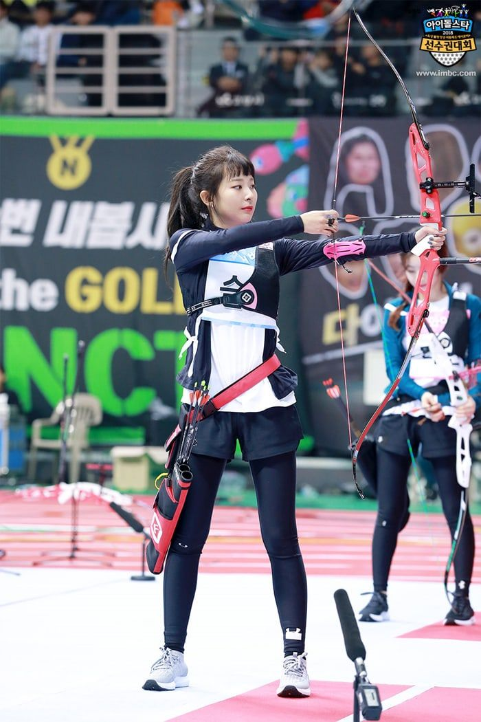 2018 Idol Star Athletics Championships Releases Photos From Archery Event Soompi Red Velvet Seulgi Red Velvet Red Velvet Joy