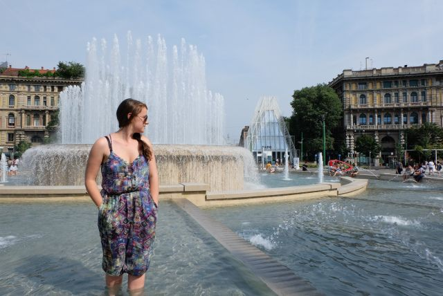 http://www.thetechgypsy.com/milan-on-a-shoestring-how-to-see-the-sights-without-breaking-the-bank/ #milan #italy #europe #travel #wanderlust #thetechgypsy #piazza #fountain