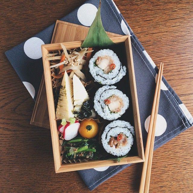 sibu @delicatusib sushi roll with chicken とりから海苔巻き 金平ごぼう 若竹煮 ほうれん草のおかか和え