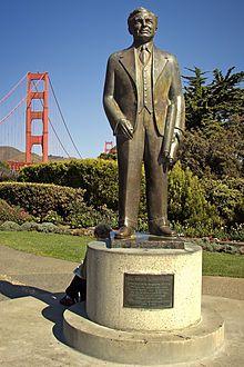 Golden Gate Bridge — La passion que développait Strauss pour les ponts remontait à ses années passées à l'université de Cincinnati, et bien qu'étant spécialisé dans la construction de ponts de taille assez limitée, et surtout terrestres, il rêvait de construire « la plus grande chose de ce genre qu'un homme pourrait construire ». Le Golden Gate de San Francisco
