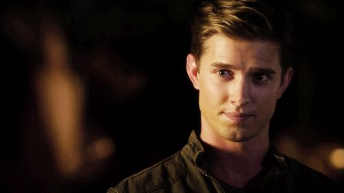 Pin for Later: 5 Familiar Faces That Are Definitely Returning to Pretty Little Liars This Season Jason DiLaurentis Entertainment Weekly exclusively confirmed Drew Van Acker's return in early June.