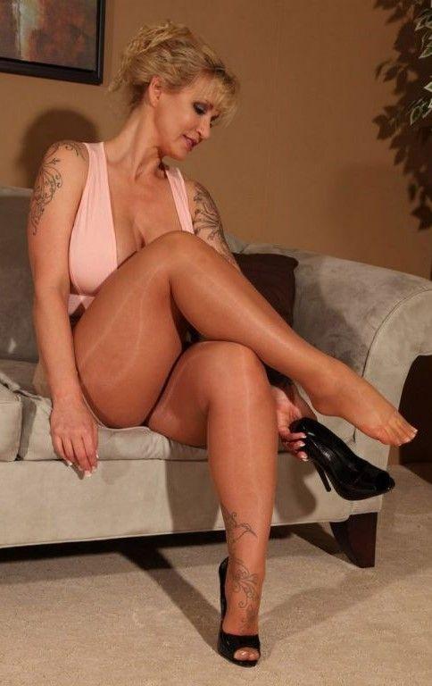 Italian lousy naked girls