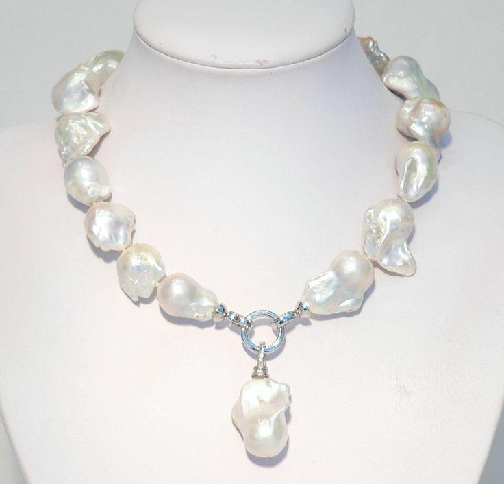 Baroque pearls with baroque pearl pendant