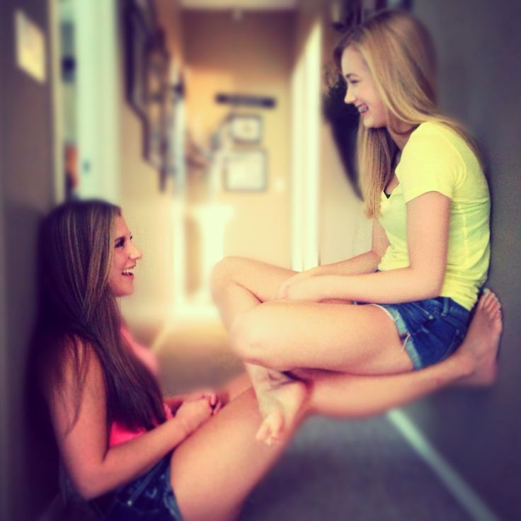 bestfriend pictures. (Sophie we can do this in the hallway next door!!)