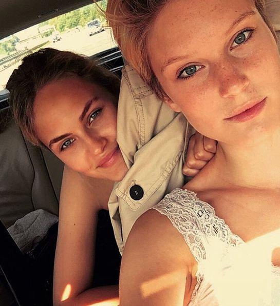 Elena Carrière (l.) und Kim Hnizdo sprachen exlusiv mit OK! über ihren Beziehungsstatus.