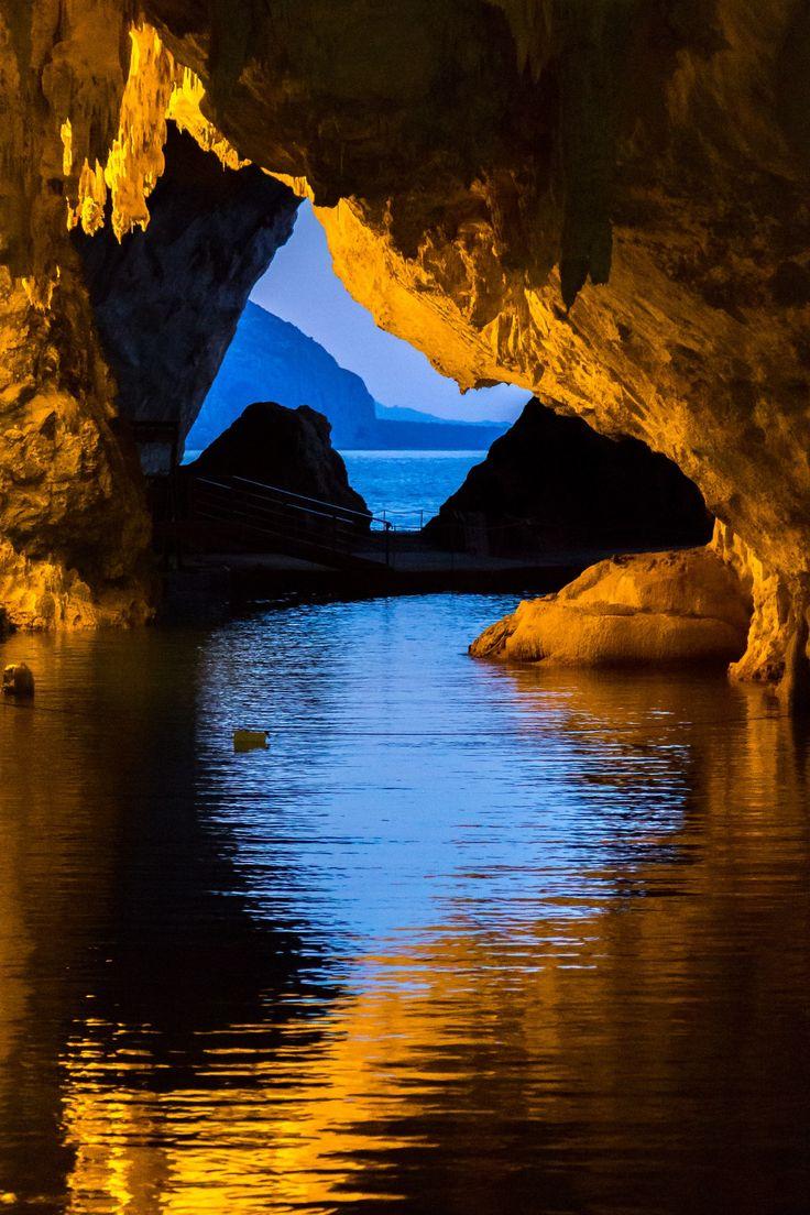 Sardegna-Grotta del Bue Marino-Calagonone
