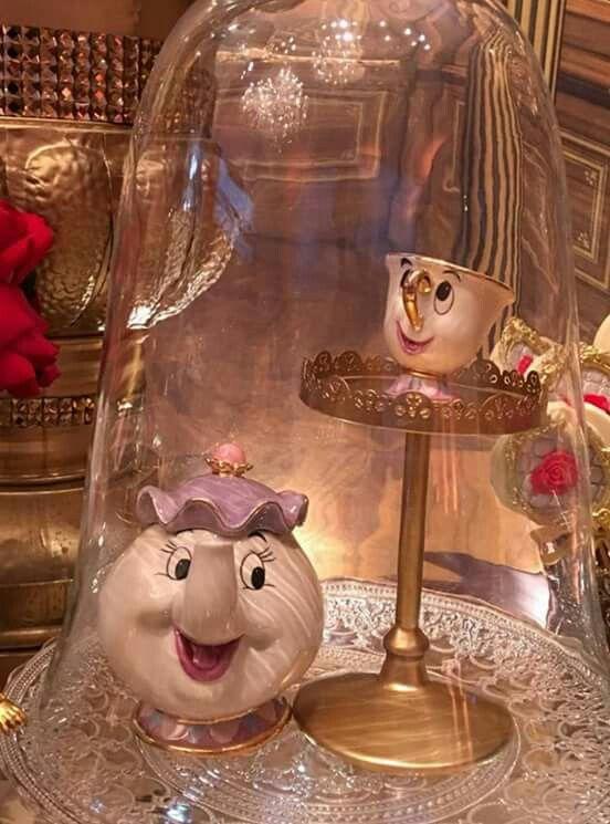 Bule e xícara do filme A Bela e a Fera.Porcelana policromada.